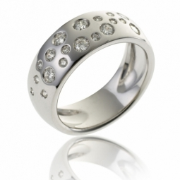Bague en or gris et diamants