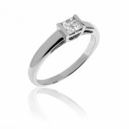 Bague en or gris et diamants taille princesse