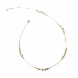 Collier en or jaune, maille forçat, motifs filigrane et perles de culture