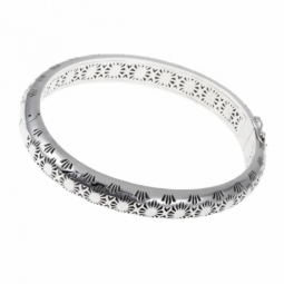 Bracelet jonc ovale en argent rhodié, motifs découpés