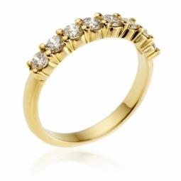 Demi alliance en or jaune, diamants, serti griffe