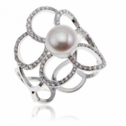 Bague en argent rhodié, perle de culture et oxydes de zirconium