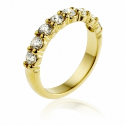 Demi alliance en or jaune, diamants, serti griffes