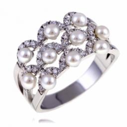 Bague en argent rhodié, perles de culture et oxydes de zirconium