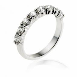 Demi alliance en or gris, diamants ,4 griffes