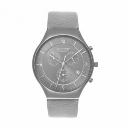 Chronographe, boîte acier gris, bracelet cuir gris et verre minéral.