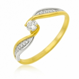 Bague en or jaune rhodié, oxydes de zirconium