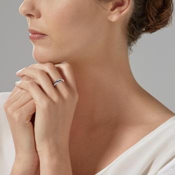 Bague en or gris rhodié, saphirs et diamants