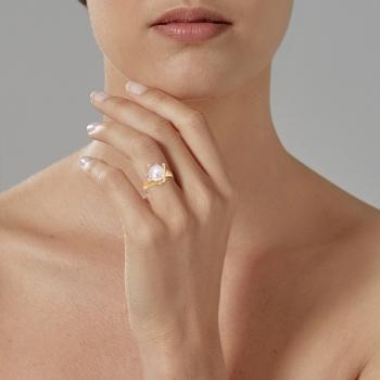 Bague en or jaune rhodié, perle de culture et oxydes de zirconium