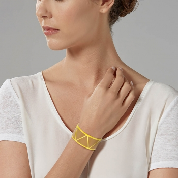 Bracelet jonc en acier doré et laque camel