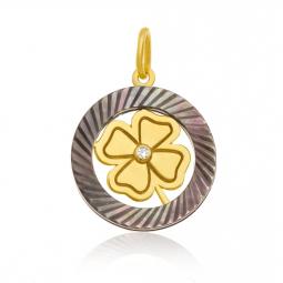 Pendentif en or jaune, diamant et nacre, trèfle
